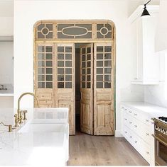 We cannot stop staring at these beautiful doors that Gather Projects used in a r. - Home Decor Home Design, Interior Design, Interior Doors, Antique Doors, My New Room, Cheap Home Decor, My Dream Home, Layout Design, Home Kitchens