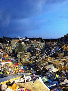 "BB: Awe inducing photos oj the response to the Joplin Tornadoes. ""Joplin Tornado Response   Flickr (The National Guard)"""