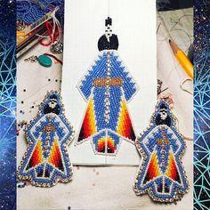 Powwow Beadwork, Indian Beadwork, Native Beadwork, Native American Beadwork, Native Beading Patterns, Beadwork Designs, Beaded Jewelry Patterns, Beaded Earrings Native, Beaded Boxes