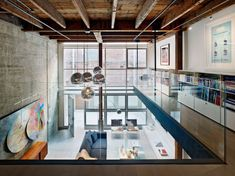 San Francisco-based studio Edmonds + Lee Architects has completed in 2010 the renovation of an existing loft in San Francisco's South Beach neighborhood.