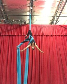 Loving this sneaky way into belay that I learned from a class in London! What does everyone call the first pose? I call it… Aerial Hammock, Aerial Dance, Aerial Hoop, Aerial Arts, Aerial Silks, Aerial Classes, Pole Classes, Aerial Gymnastics, Silk Dancing