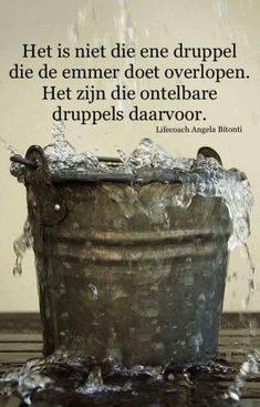 Het is niet die ene druppel. Strong Quotes, Sad Quotes, Words Quotes, Best Quotes, Life Quotes, Qoutes, Inspirational Quotes, Sayings, Dutch Quotes