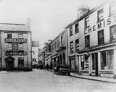 Kings Arms St., North Walsham. Oliver's Chemist on the right later became Oliver & Griston, Chemist & Optician after W.W.I. North Walsham Photograph. #NorthWalsham #History #NorthNorfolk