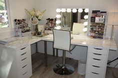 37 + Unanswered Concerns About Glam Room Closet Vanity Ideas 30 Makeup Room Decor, Makeup Rooms, Makeup Desk, Corner Makeup Vanity, Makeup Vanity Decor, Hair Vanity, Makeup Tables, Makeup Counter, Diy Makeup