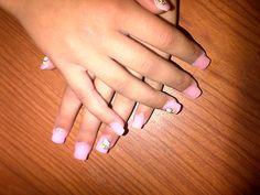 Unhas de menina , rosa clarinho com a aplicação de Kittys *.*