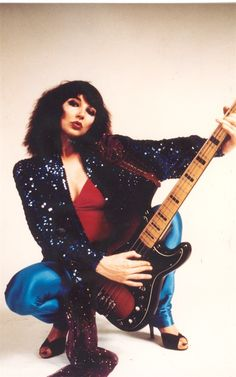 Jazz Bass Fender by Kate Bush.I grew up on Kate Bush's music, one of my dad's favorites. Rock Roll, Guitar Girl, We Will Rock You, Record Producer, Music Artists, Boyfriend, Celebs, Celebrities, Punk