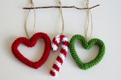 Crochet christmas projects red hearts Ideas for 2019 Crochet Christmas Decorations, Crochet Ornaments, Xmas Ornaments, Crochet Crafts, Crochet Owls, Crochet Baby, Crochet Winter, Holiday Crochet, Christmas Knitting