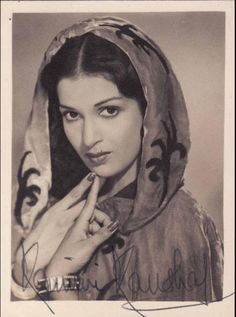 Let's go back to the roots of indian cinema and find out about the beauty of movies and music during the black and white and early colour movie era. Bollywood Posters, Bollywood Photos, Indian Bollywood, Bollywood Actors, Bollywood Celebrities, Kamini Kaushal, Bollywood Costume, Glamour World, Indian Goddess
