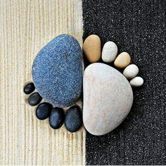 gartendekoration steinfüsse steinfiguren schwarz weiß