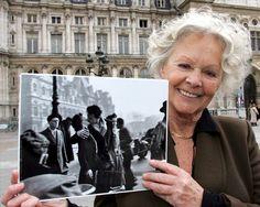 La protagonista del famoso beso de París vendió su copia original en 2005 por 200.000 dólares. FOTOGALERÍA de Besos Históricos: http://www.muyinteresante.es/historia/fotos/besos-historicos-del-cine-la-politica-las-artes-y-la-cultura/beso-paris #Kiss #beso #historia