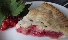081214 High Bush Cranberry ~ Mennonite Girls Can Cook: High Bush Cranberry Pie: Filling for one pie you will need: 3 cups highbush cranberries 1 cups sugar 6 tablespoons flour Highbush Cranberry, Cranberry Pie, Cranberry Recipes, Delicious Breakfast Recipes, Delicious Desserts, Pie Dessert, Dessert Recipes, Bake Sale Cookies, Pie Cake