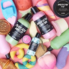 Love is in the air! Our cheeky, sexy, dreamy v-day collection is rolling out in shops starting today. Check with your local Lush to see… Lush Aesthetic, Burt's Bees, Bomb Cosmetics, Lush Products, Beauty Products, Face Products, Lip Scrub Homemade, Lush Bath Bombs, Handmade Cosmetics