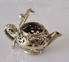 9ct Gold Teapot Charm or Pendant Opens