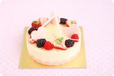 Mother's Day Cake by bossacafez, via Flickr this was not the photo I would have pinned.