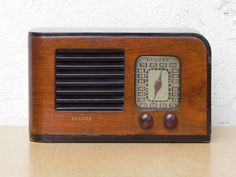 Deco Antique Howard Wooden Case Radio