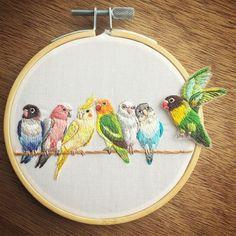 . Today's work. . . パタパタパタ〜 . 最後の一羽がやってきて枝がインコで埋まりました☺️ . 最後は別にオーガンジーに縫って切り抜きました✂️ . . .…