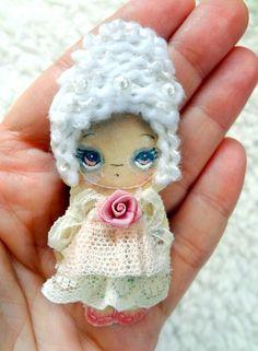 ORIGINAL FAIRY ART Marie Antoinette Art Doll Pin Brooch Cute Girl Big Eye
