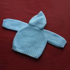 Abriguito de punto de lana con capota, para bebé. Trasera.