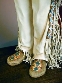 faux quilling on leather doll moccasins    Creager Studios