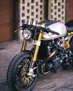 """333 mentions J'aime, 4 commentaires - Sacha Lakic (@sachalakic) sur Instagram: """"The first #BlacktrackMotors cafe racer, the BT01 based on the Honda CX500 ///  by @sebnunes ///…"""""""