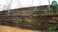 Muro de contención realizado mediente traviesas de madera