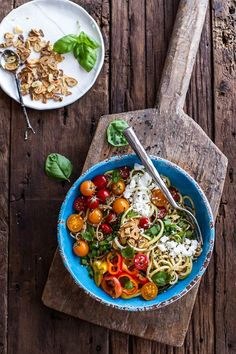Farmers Market Sesame Miso Noodle Bowls with Garlic Chips #noodlebowl #miso #veggies