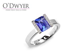 Lika Colour Diamond - 18ct white gold ring with an emerald cut tanzanite and diamonds. Vigselring Förlovningsring