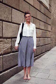 The fashion spring: pattern print midi skirt, flat sandals & light blouse