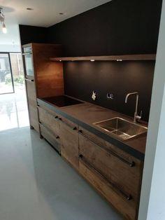 Oud eiken keuken met onze gesmede grepen - RestyleXL Home Decor Kitchen, Kitchen Interior, Home Kitchens, Küchen Design, House Design, Dining Corner, Kitchen Lighting Fixtures, Wooden Kitchen, Living Room Inspiration