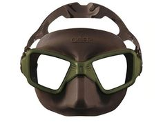 Mask Omer Zero 3 OLIVE The field of vision is 30% higher, compared to a classic free diving mask such as the Alien. The internal volume is so low that if a mask like the Alien is normally equalized starting at 25-30' depth, the ZERO3 doesn't require clearing before a depth of 60'. This makes for much more comfortable spearfishing particularly at depth. The skirt features a milled surface that prevent the refraction of sunlight and make clearing easier, gloves don't slip when you hold the…