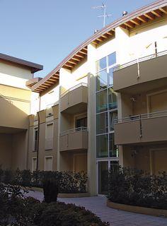 #Edificio residenziale plurifamigliare a Marcon (#Venezia). Viste panoramiche, scorci e dettagli esterni 😀👌🏻🏡 Scorcio ingresso condominiale.