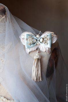 Bead Embroidery Jewelry, Fabric Jewelry, Beaded Embroidery, Jewelry Art, Beaded Jewelry, Brooches Handmade, Handmade Jewelry, Bohemian Bracelets, Beaded Brooch