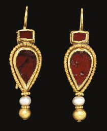 A PAIR OF BYZANTINE GOLD, GARNET AND PEARL EARRINGS                                                                                                                                                                       CIRCA 4TH-5TH CENTURY A.D.