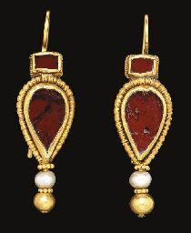 Pendientes paleobizantinos: oro, granates y perlas. Orfebrería polícroma. S. IV-V d.C.