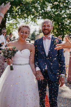 Miriam Lunde er en erfaren bryllupsfotograf som deler av sin erfaring og hjelper med planleggingen.  – Lunde Foto - Fotograf Miriam Lunde Bridesmaid Dresses, Wedding Dresses, Fashion, Confetti, Bride Maid Dresses, Bride Gowns, Wedding Gowns, Moda, La Mode