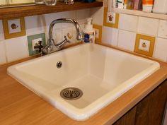 キッチン用のIKEAのシンクを洗面ボウルとして使用