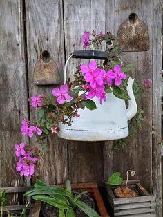 Garden Crafts, Diy Garden Decor, Garden Projects, Rustic Gardens, Garden Cottage, Garden Planters, Container Gardening, Garden Landscaping, Flower Pots