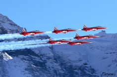 "Swiss Air Force ""Patrouille Suisse"" Northrop F-5E Tiger II formation flight, Lauberhorn Luftwaffe, Fun Fly, Swiss Air, Aerial Acrobatics, Airplane Art, Mans World, Air Show, Military Aircraft, Switzerland"