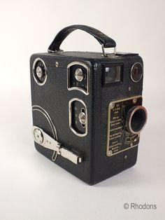 Early 1930s Siemens & Halske Model C 16mm Cine Camera  Rareearly 1930's vintage16mm Cine Camera - Model C Siemens & Halske.  Made in Germa...