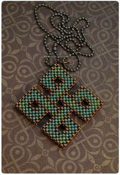 Большой популярностью в создании украшений пользуются различные народные мотивы, например, кельтские узоры. Сегодня подборка посвящена именно им! А что вы…
