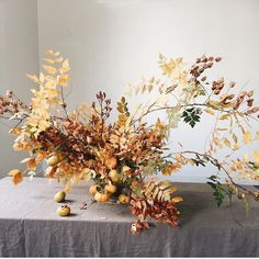 I don't know about you but I love a little bit of imperfection in my floral arrangements. A little nibbled leaf, some color change, dried flowers, it really marks a moment in time. seasonal flowers and foliage. Fall Flowers, Dried Flowers, Wedding Flowers, Seasonal Flowers, Fall Bouquets, Floral Bouquets, Rama Seca, Copper Beech, Design Floral