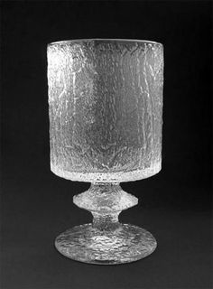 Senaattori: viinilasi | Designlasi.com Lassi, Nordic Design, Glass Design, Scandinavian Style, Finland, Glass Vase, Table Lamp, Ceramics, Crystals