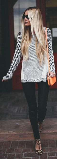 Black skinnies + oversized sweater.