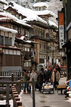 la rue japonaise regorge de monde