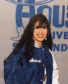 Selena Quintanilla Perez, Selena And Chris, Selena Pictures, Celebrity Makeup Looks, Poses, American Singers, Role Models, My Idol, Beautiful People