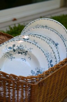 Blue and white farmhouse dishes ↞❁✦彡●⊱❊⊰✦❁ ڿڰۣ❁ ℓα-ℓα-ℓα вσηηє νιє ♡༺✿༻♡·✳︎· ❀‿ ❀ ·✳︎· FR Aug 2016 ✨ gυяυ ✤ॐ ✧⚜✧ ❦♥⭐♢∘❃♦♡❊ нανє α ηι¢є ∂αу ❊ღ༺✿༻♡♥♫ ~*~ ♪ ♥✫❁✦⊱❊⊰●彡✦❁↠ ஜℓvஜ Vintage Plates, Vintage Dishes, Vintage China, Blue Dishes, White Dishes, White Cottage, White Farmhouse, Farm Cottage, French Cottage