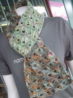 Awesome crochet pattern! I love this. Must try. Free pattern too. broomstick_lace_crochet_scarf_araucania_copihue