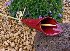 http://fr.dawanda.com/product/19993677-Calla-Blume-Bluete-Keramik-weinrot-Handarbeit