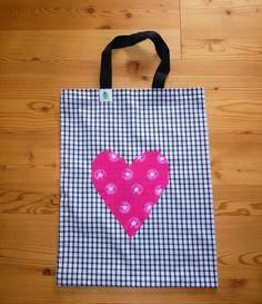 Stofftasche schwarz mit Herz in pink 12 €, Nr. 201