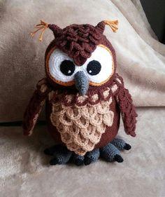 Gehäkelte flauschige Eule / crochet fluffy owl  Original pattern: https://www.crazypatterns.net/de/items/10430/flauschige-schneeeule-hadwig-haekelanleitung